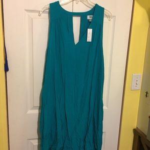 Old Navy Sleeveless Cutout Back Shift Dress